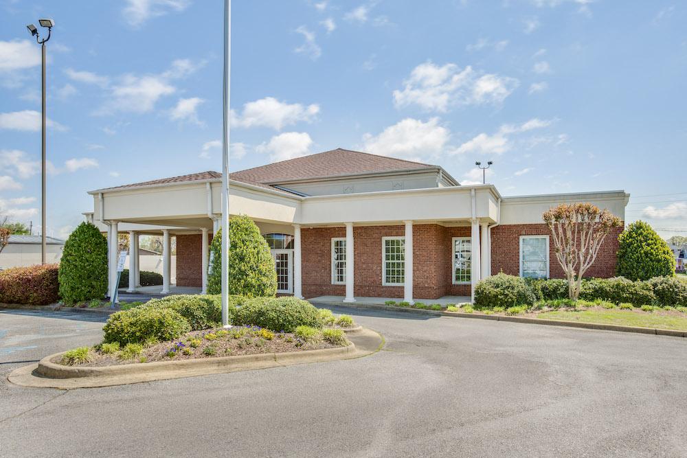 Outside of the Gadsen Eye Associates Surgery Center in Northeast Alabama
